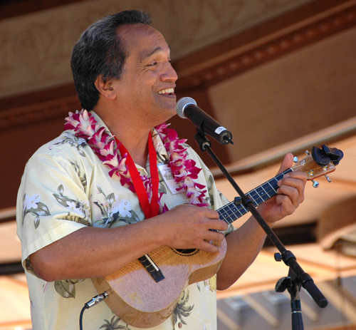 Picture of Mike Keale at the 2008 Hawaii Ukulele Festival